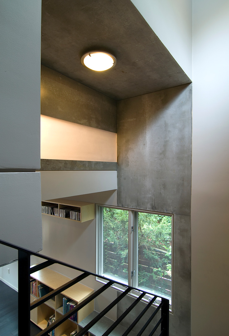 Q Place Residence Modern Corridor, Hallway and Staircase by KUBE architecture Modern