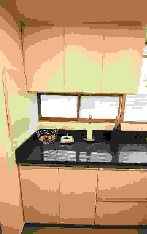 Modern Kitchen by AMR estudio Modern