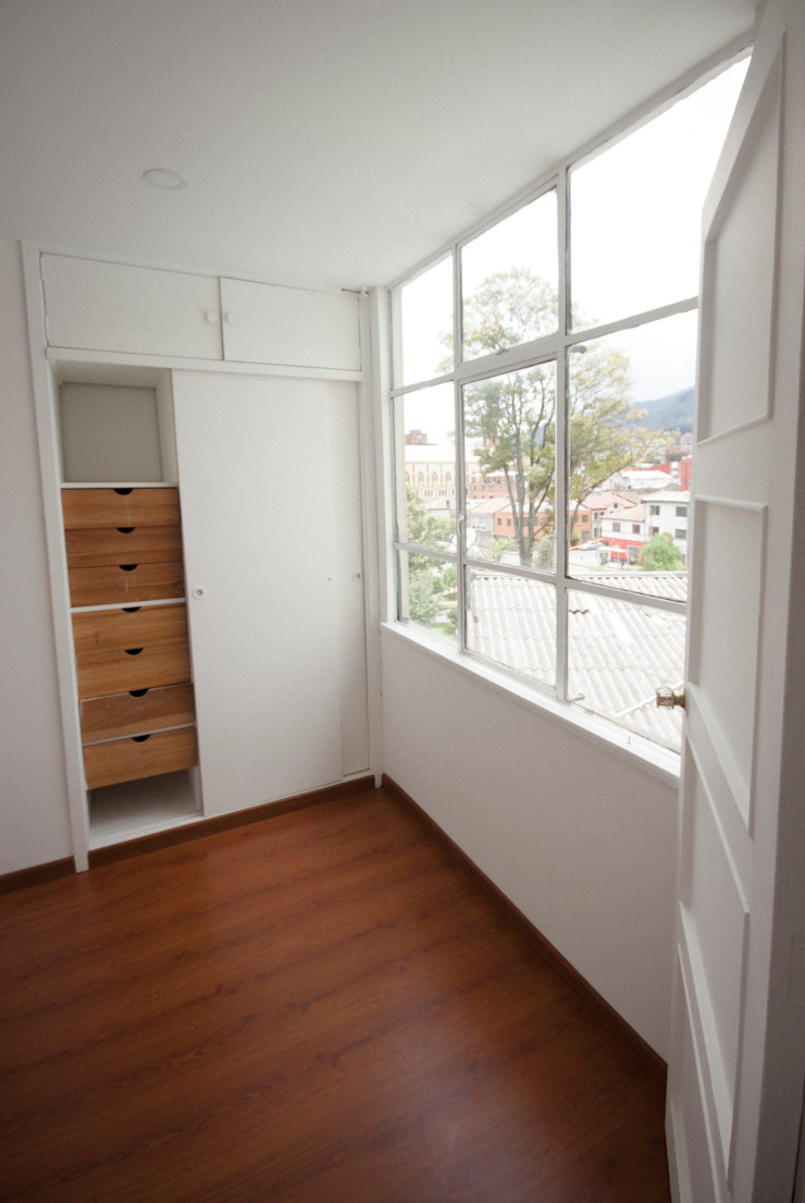 Minimalistyczna sypialnia od AMR estudio Minimalistyczny