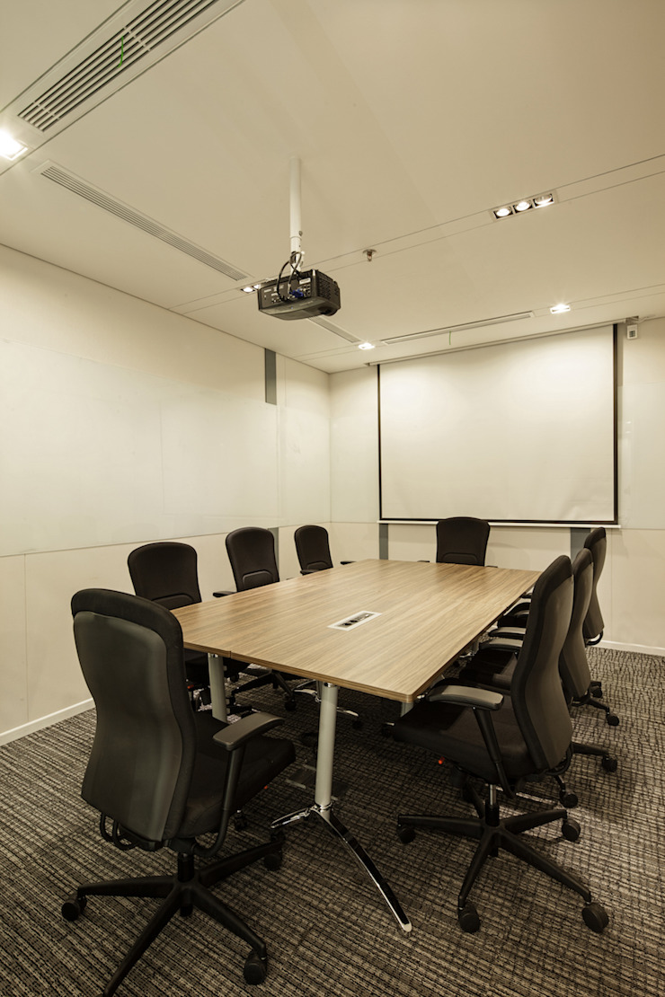 Medium Meeting Room Bangunan Kantor Modern Oleh Asa Adiguna, PT Modern