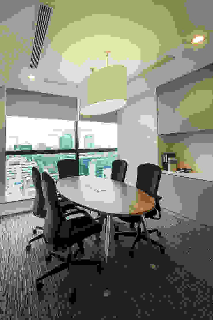Small Meeting Room Bangunan Kantor Modern Oleh Asa Adiguna, PT Modern