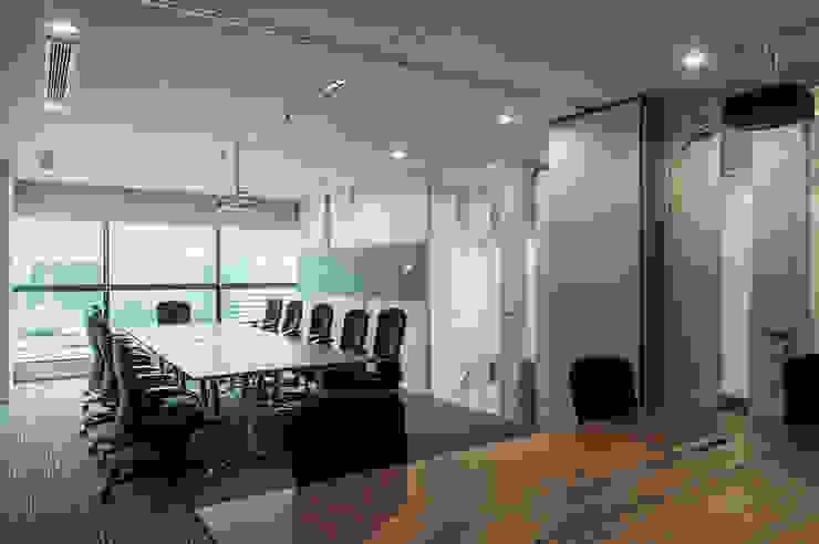 Open Meeting Room with Sliding Wall Panel Bangunan Kantor Modern Oleh Asa Adiguna, PT Modern