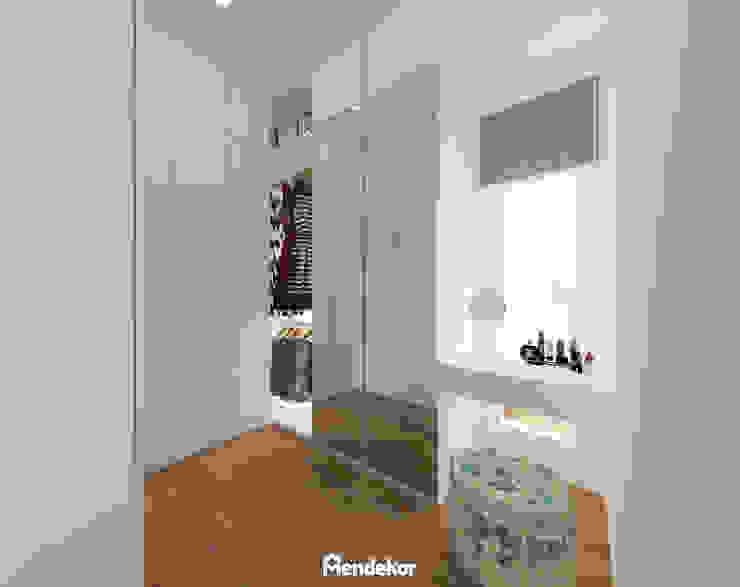 Walk In Closet Ruang Ganti Modern Oleh Mendekor Modern Kayu Buatan Transparent