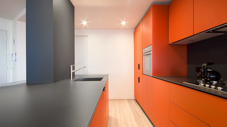 Pied-A-Terre | Kitchen من GD Arredamenti إنتقائي زجاج