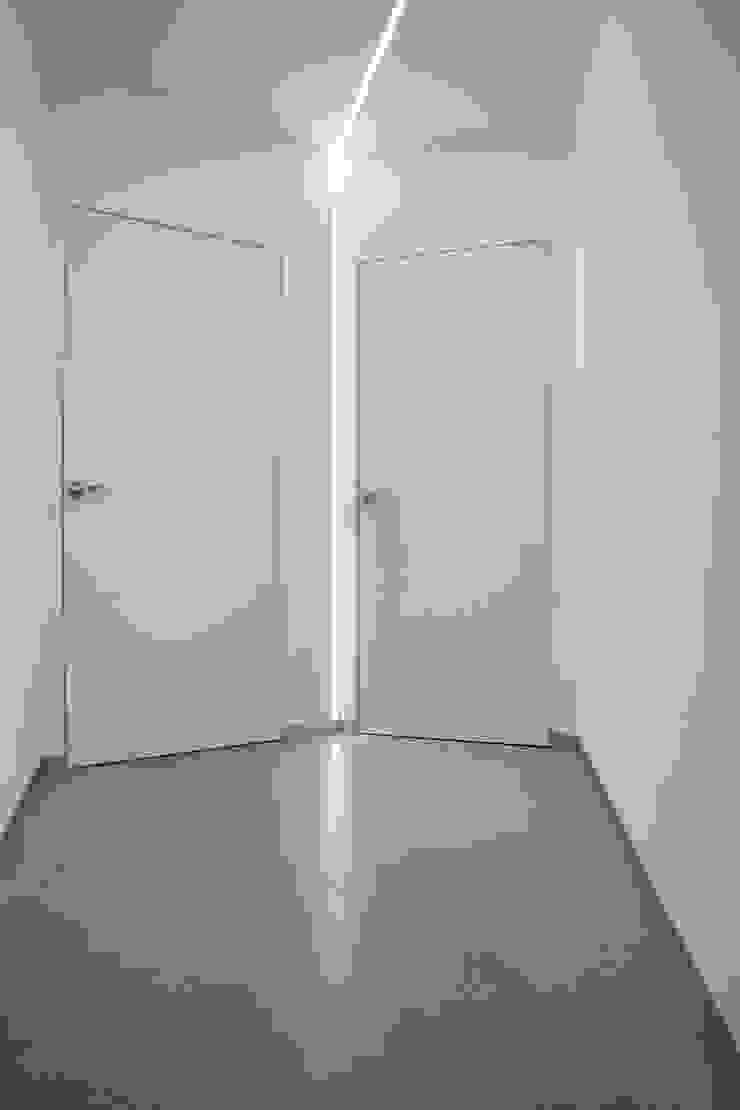 Casa PA Ingresso, Corridoio & Scale in stile moderno di Elia Falaschi Fotografo Moderno