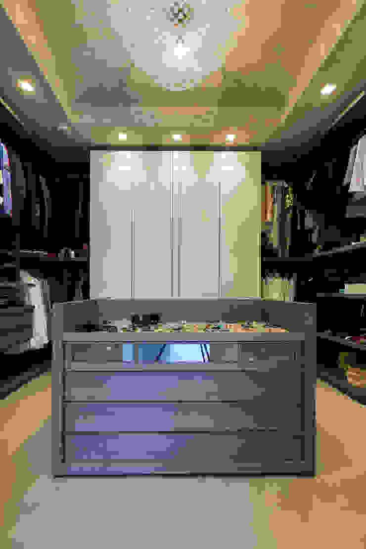 Modern dressing room by Elia Falaschi Fotografo Modern
