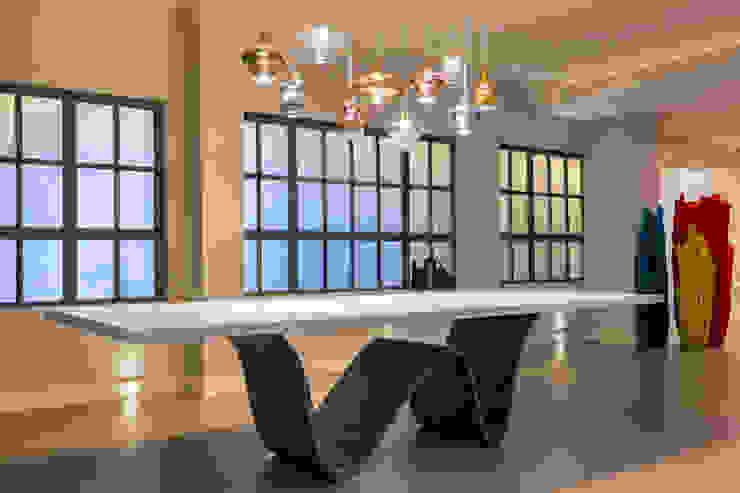 Modern dining room by Elia Falaschi Fotografo Modern