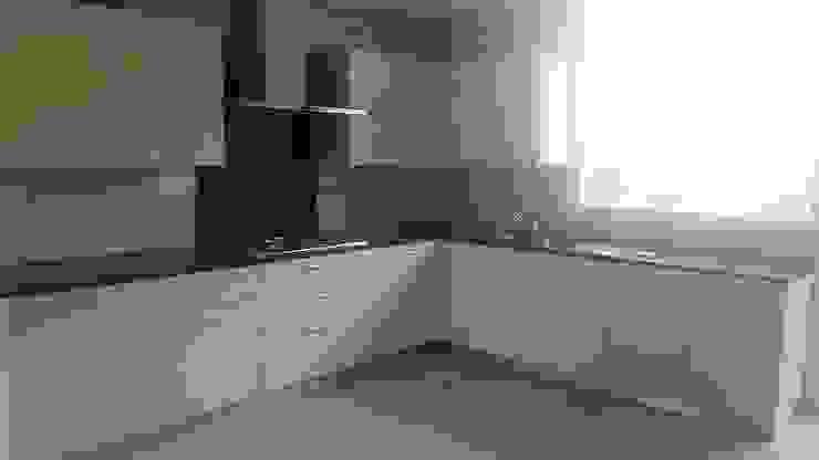 Vijay Kochhar Residence Modern kitchen by Sion Projects Modern