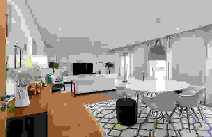 Sala Tangerinas & Pêssegos Salas de estar modernas por Tangerinas e Pêssegos - Design de Interiores & Decoração no Porto Moderno Madeira Acabamento em madeira