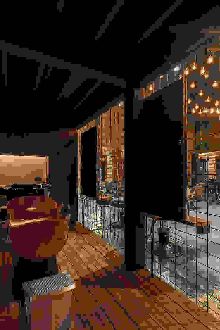 符合人體工學的鏡台高度 根據 漢玥室內設計 工業風 塑木複合材料