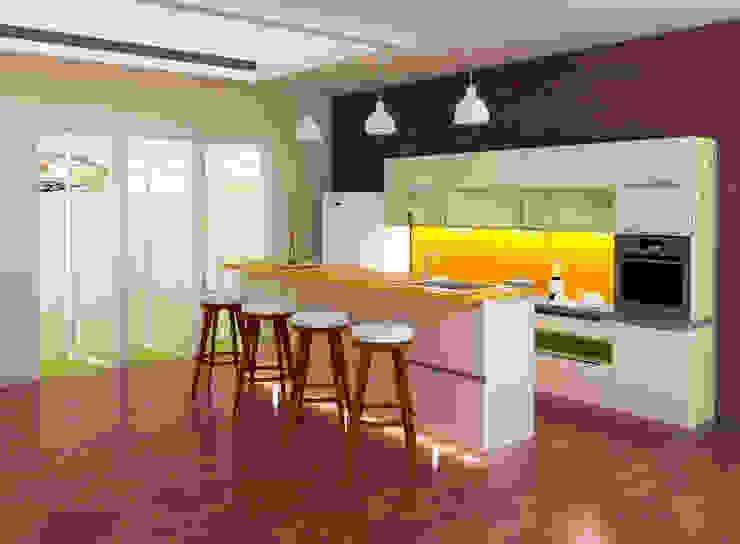 Rumah Tinggal 2 Lantai – joglo:modern  oleh Adhicitta Karya Megah, Modern