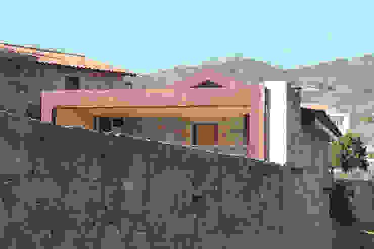 Casa no Gerês por Atelier Vyasa Minimalista Pedra