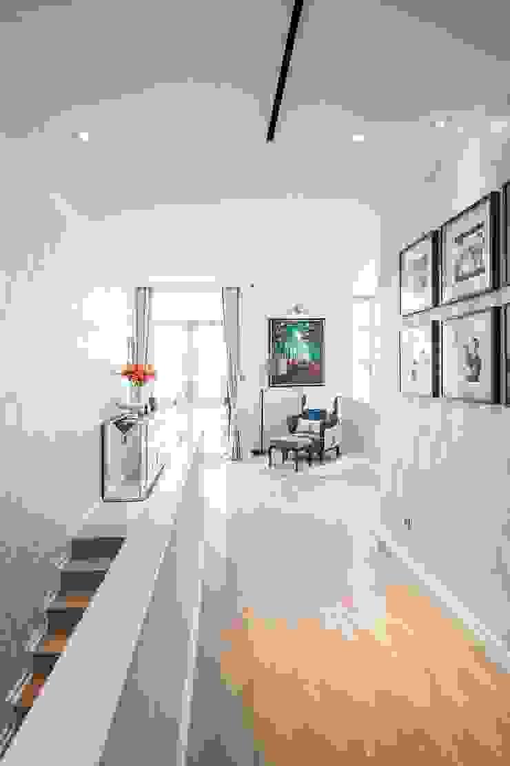 Modern Corridor, Hallway and Staircase by PT. Dekorasi Hunian Indonesia (DHI) Modern