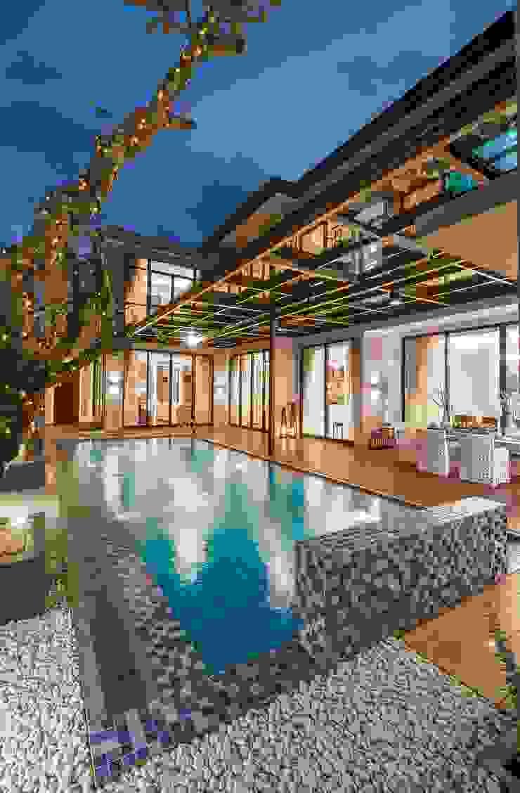 PRIVATE RESIDENTIAL @ NAVAPARK, BSD CITY, TANGERANG, INDONESIA Kolam Renang Modern Oleh PT. Dekorasi Hunian Indonesia (DHI) Modern