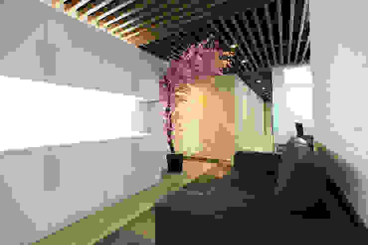 MODERN OPEN SPACE OFFICE @ AGUS SALIM, JAKARTA Bangunan Kantor Modern Oleh PT. Dekorasi Hunian Indonesia (DHI) Modern