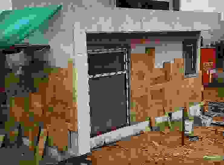 Proceso Instalación Piedra Reconstituida Vivienda Premium 115m2 Fundo Loreto. Territorio Arquitectura y Construccion - La Serena Casas unifamiliares Piedra Amarillo