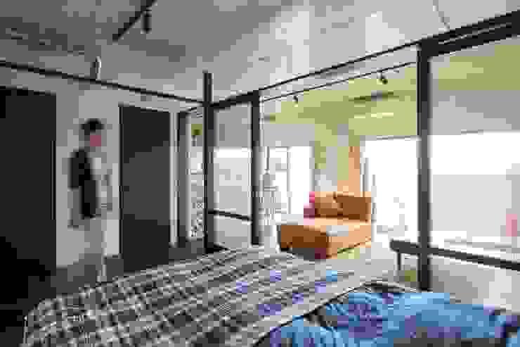 着替える家 モダンスタイルの寝室 の 山本嘉寛建築設計事務所 yyaa モダン コンクリート