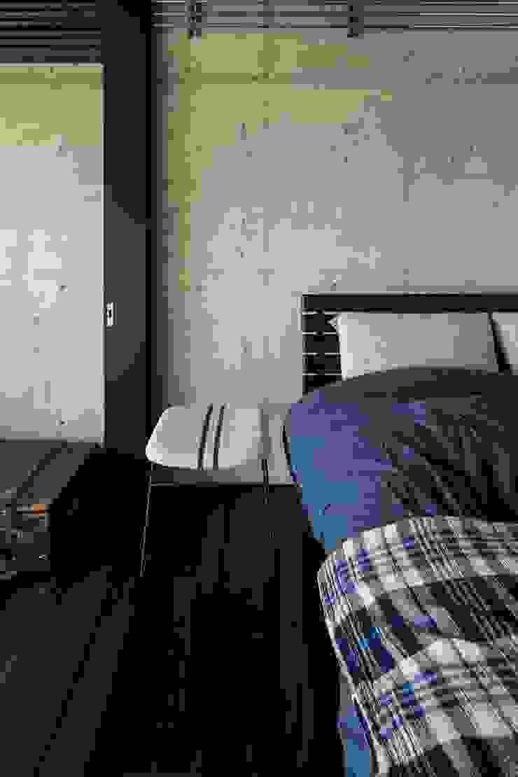 着替える家 ラスティックスタイルの 寝室 の 山本嘉寛建築設計事務所 yyaa ラスティック コンクリート