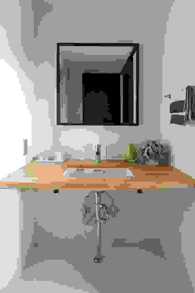 着替える家 ミニマルスタイルの お風呂・バスルーム の 山本嘉寛建築設計事務所 yyaa ミニマル 木 木目調