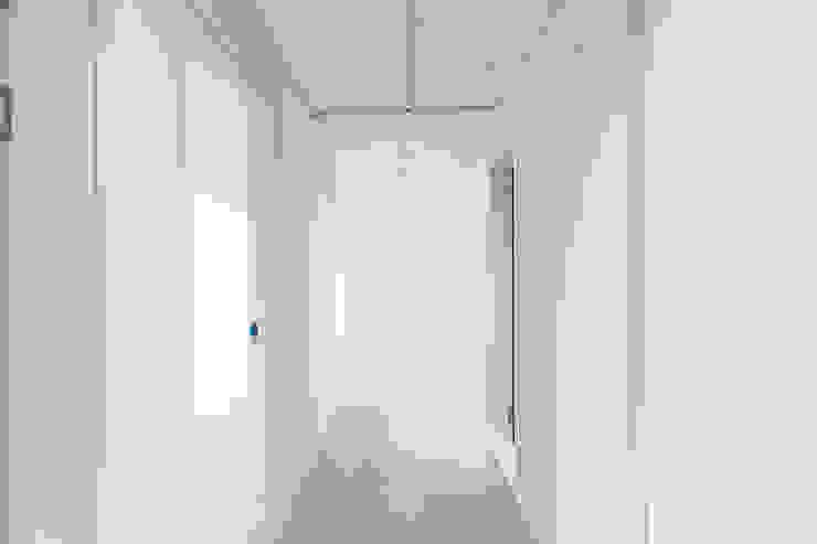 압구정 현대 아파트 인테리어 리모델링(52py) 인더스트리얼 복도, 현관 & 계단 by 바나나웍스 인더스트리얼 타일