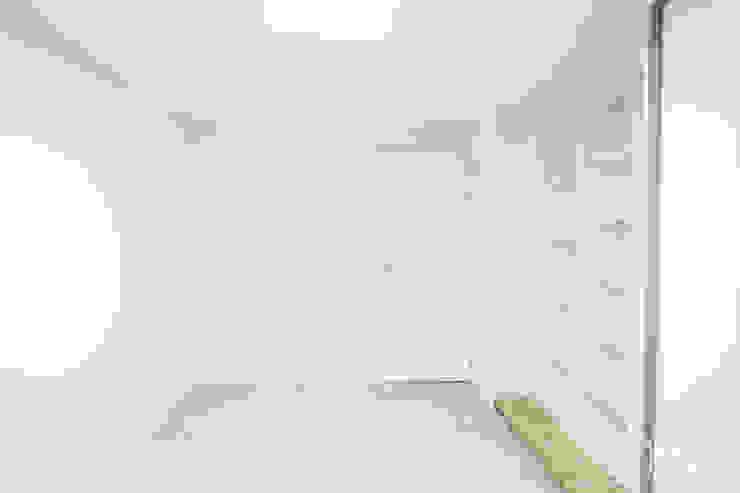압구정 현대 아파트 인테리어 리모델링(52py) 모던스타일 아이방 by 바나나웍스 모던 타일