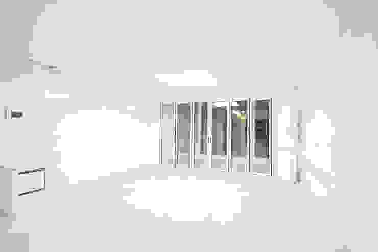 압구정 현대 아파트 인테리어 리모델링(52py) 모던스타일 거실 by 바나나웍스 모던 대리석
