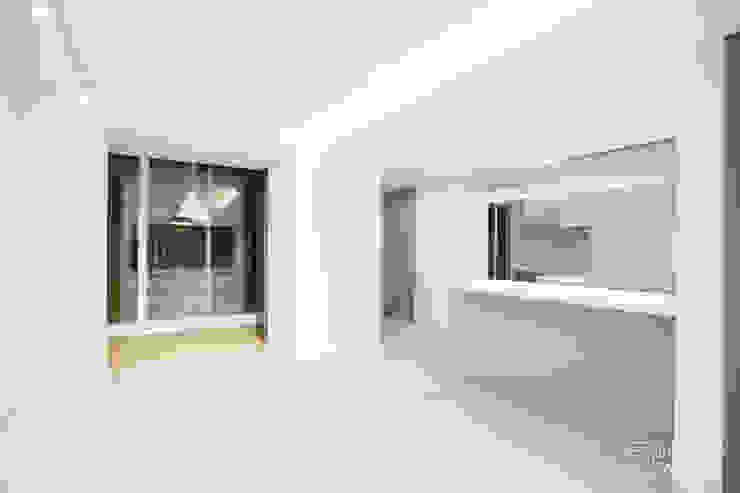 압구정 현대 아파트 인테리어 리모델링(52py) 모던스타일 거실 by 바나나웍스 모던 우드 우드 그레인
