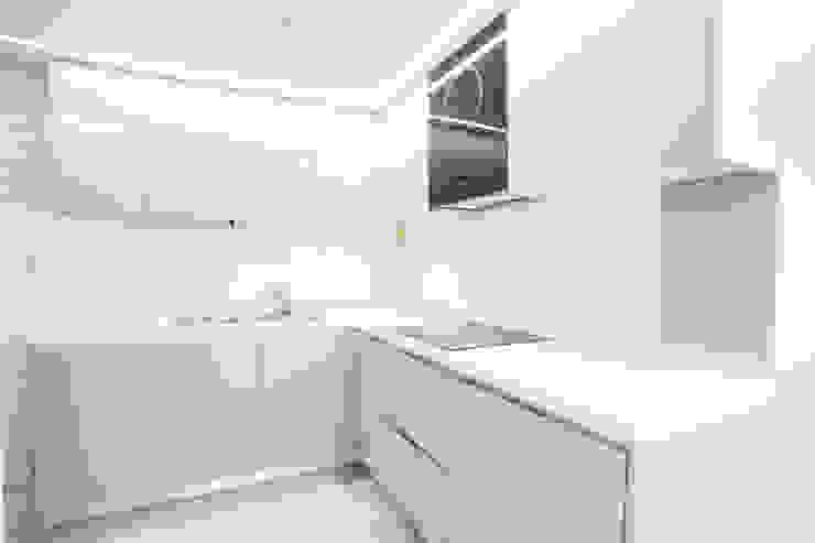 압구정 현대 아파트 인테리어 리모델링(52py) 모던스타일 주방 by 바나나웍스 모던 우드 우드 그레인