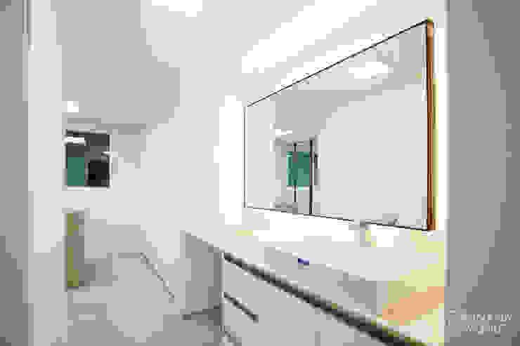 압구정 현대 아파트 인테리어 리모델링(52py) 모던스타일 드레싱 룸 by 바나나웍스 모던 유리