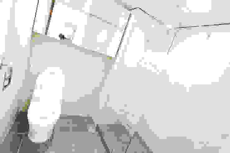 압구정 현대 아파트 인테리어 리모델링(52py) 모던스타일 욕실 by 바나나웍스 모던 타일