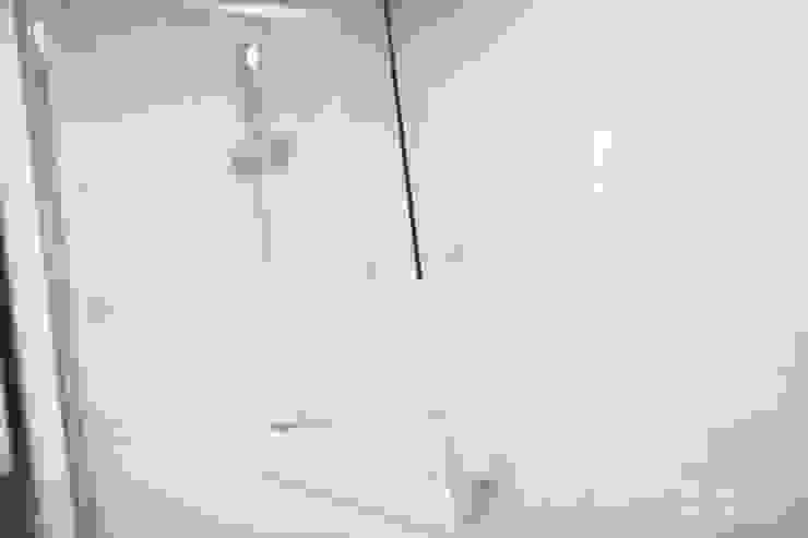 압구정 현대 아파트 인테리어 리모델링(52py) 모던스타일 욕실 by 바나나웍스 모던 유리