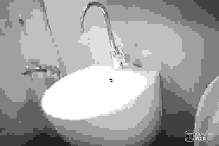 압구정 현대 아파트 인테리어 리모델링(52py) 모던스타일 욕실 by 바나나웍스 모던 세라믹