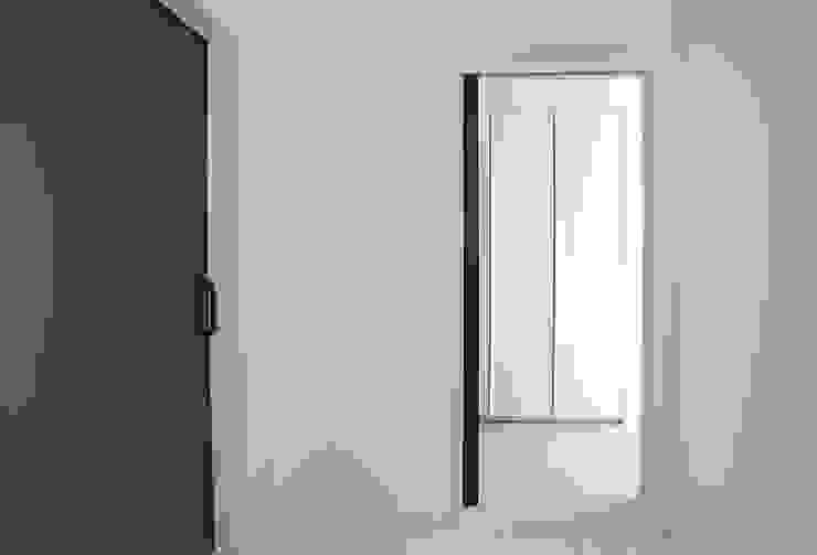 인우건축사사무소 Modern style doors