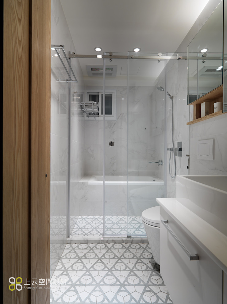 【溫潤雋永-住辦合一宅】 現代浴室設計點子、靈感&圖片 根據 上云空間設計 現代風
