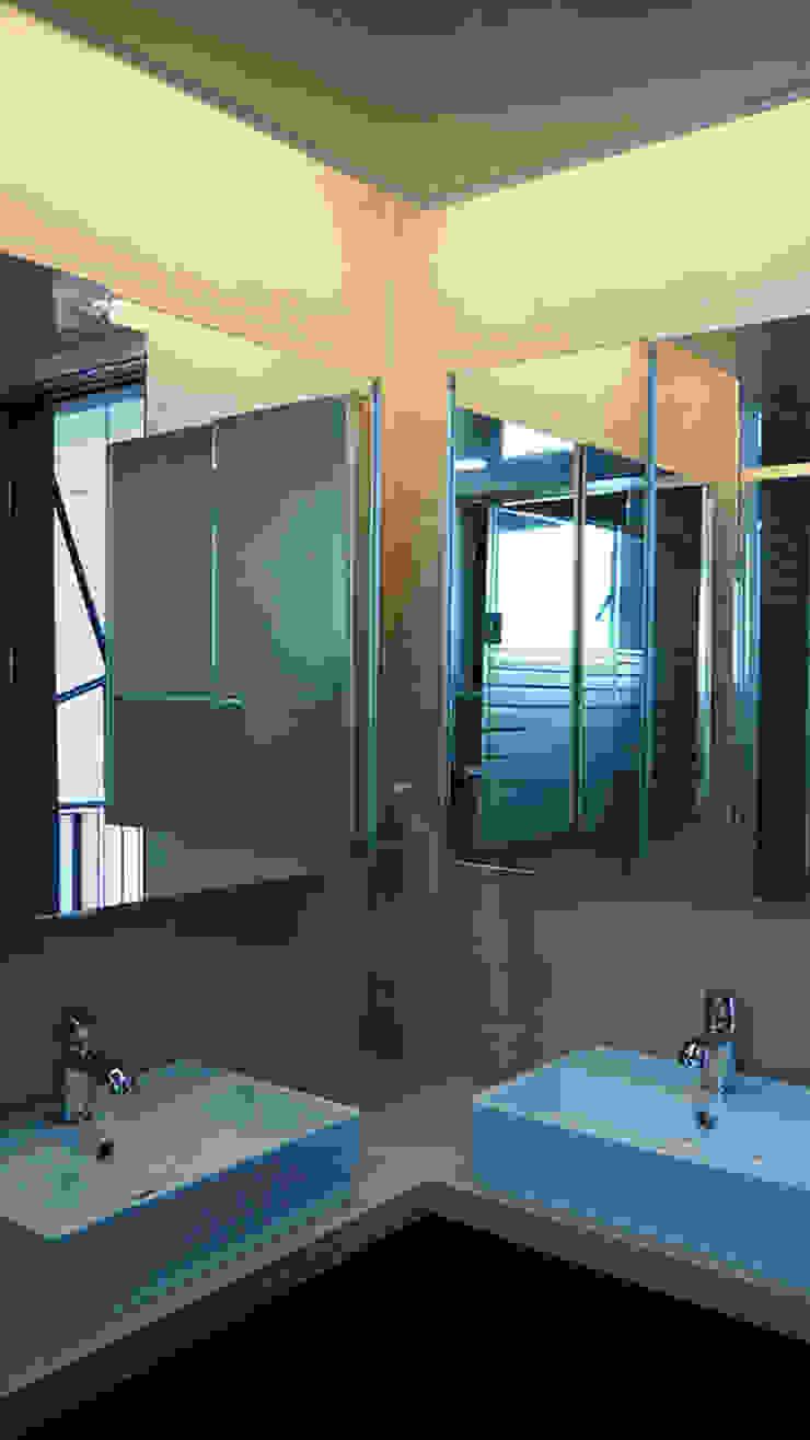 상상재 _ 청라 단독주택 모던스타일 욕실 by 디자인랩 소소 건축사사무소 모던