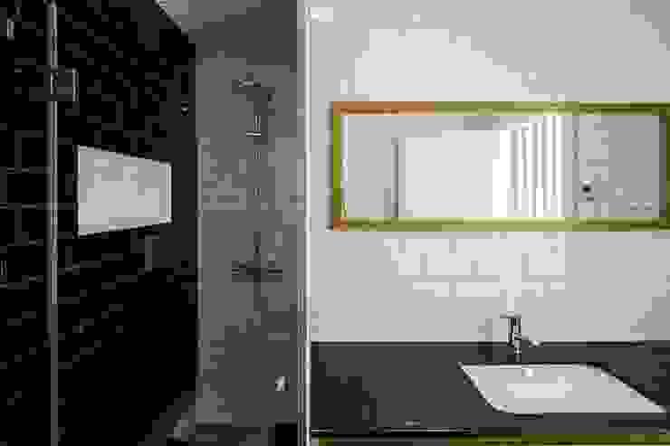 ห้องน้ำ โดย Sérgio Coimbra Martins, Unipessoal, Lda, โมเดิร์น