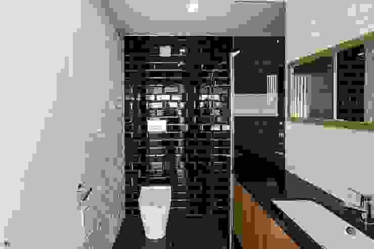 Baños de estilo moderno de Sérgio Coimbra Martins, Unipessoal, Lda Moderno