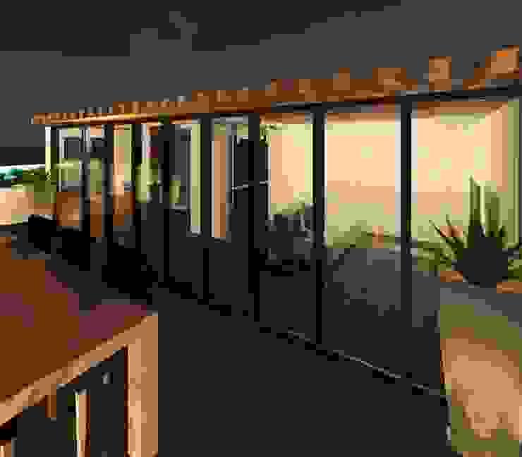 Terraza Balcones y terrazas modernos de Perfil Arquitectónico Moderno