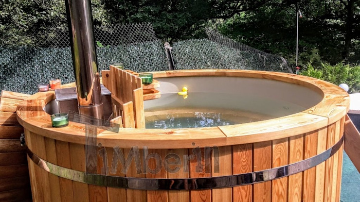 Kunststof hottub met met massagesysteem + 2 led van TimberIN hot tubs en sauna's Scandinavisch