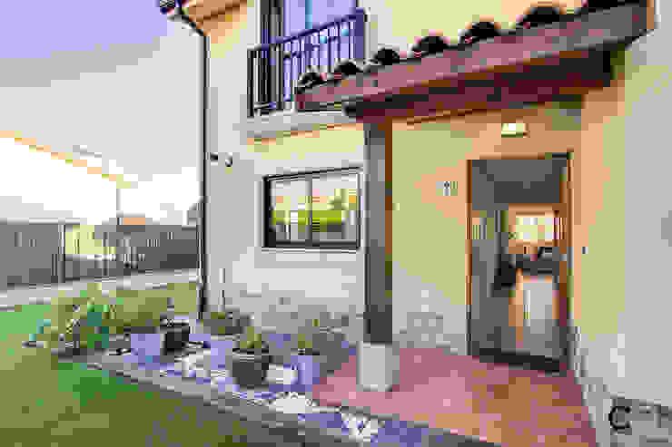 ACCESO Casas modernas de CCVO Design and Staging Moderno