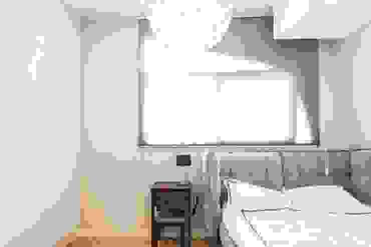 근린생활시설 단독주택 모던스타일 침실 by 집으로 모던