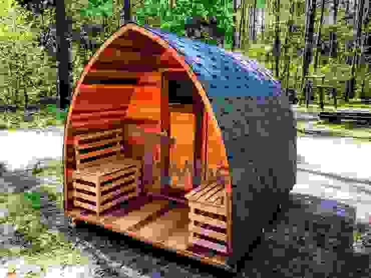 Buiten houten sauna voor tuin igloontwerp van TimberIN hot tubs en sauna's Scandinavisch
