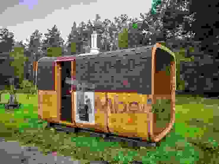 Rechthoekige buitentuin sauna van TimberIN hot tubs en sauna's Scandinavisch