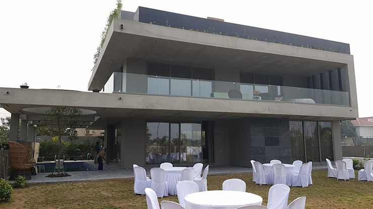 SPACCE interiors Modern balcony, veranda & terrace by SPACCE INTERIORS Modern