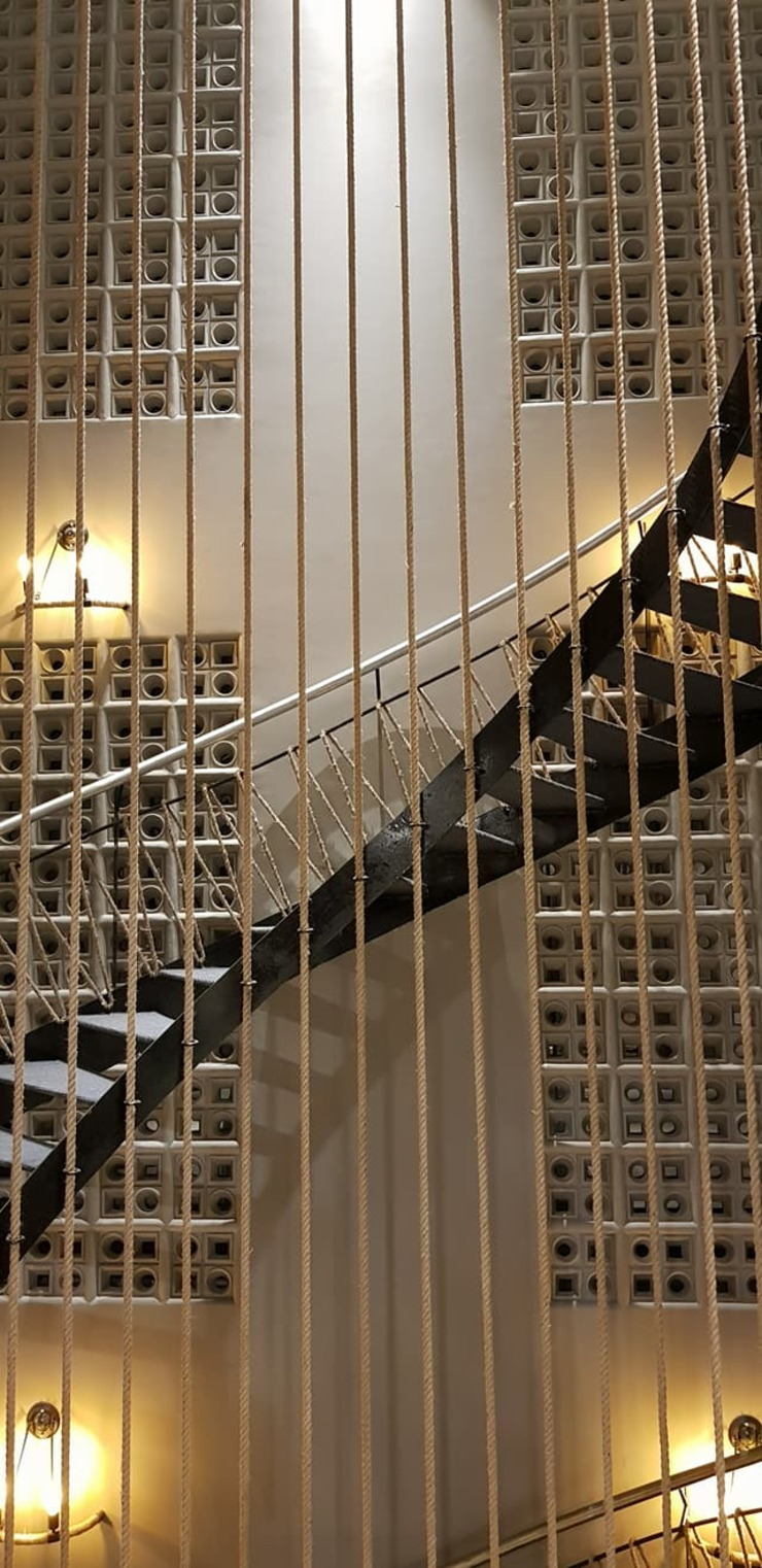 SPACCE interiors Modern corridor, hallway & stairs by SPACCE INTERIORS Modern