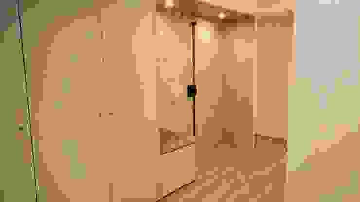 Viver com prazer by C EVOLUTIO LDA. Corredores, halls e escadas modernos por C evolutio Lda Moderno