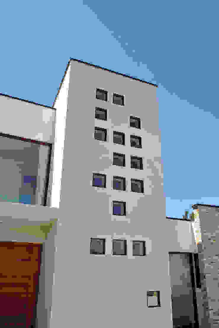 Modern Houses by AtelierStudio Modern