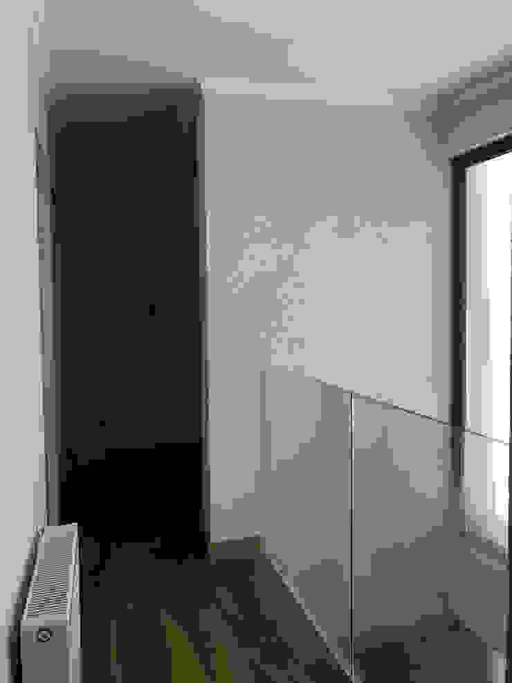 Modern Corridor, Hallway and Staircase by AtelierStudio Modern