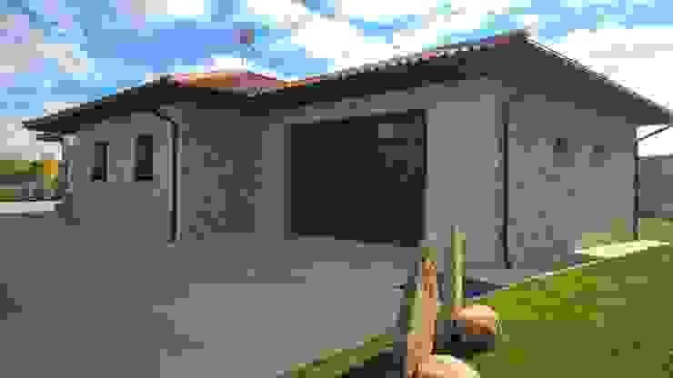 Casas unifamiliares de estilo  por ARQUE PIEDRA RECONSTITUIDA SL, Rústico Concreto