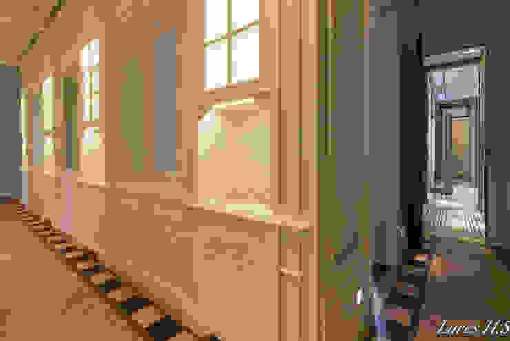 클래식스타일 복도, 현관 & 계단 by Lares Home Staging - Photography 클래식